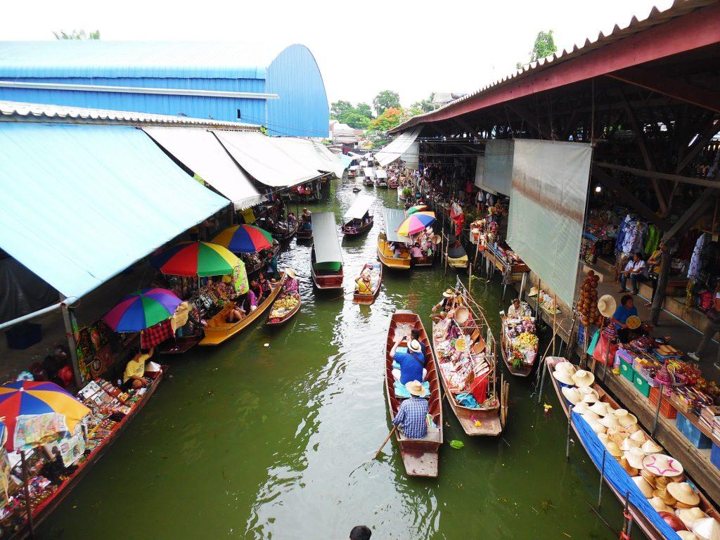 Damnoen Saduak Floating Market in Thailand - A bucket list for Southeast Asia!