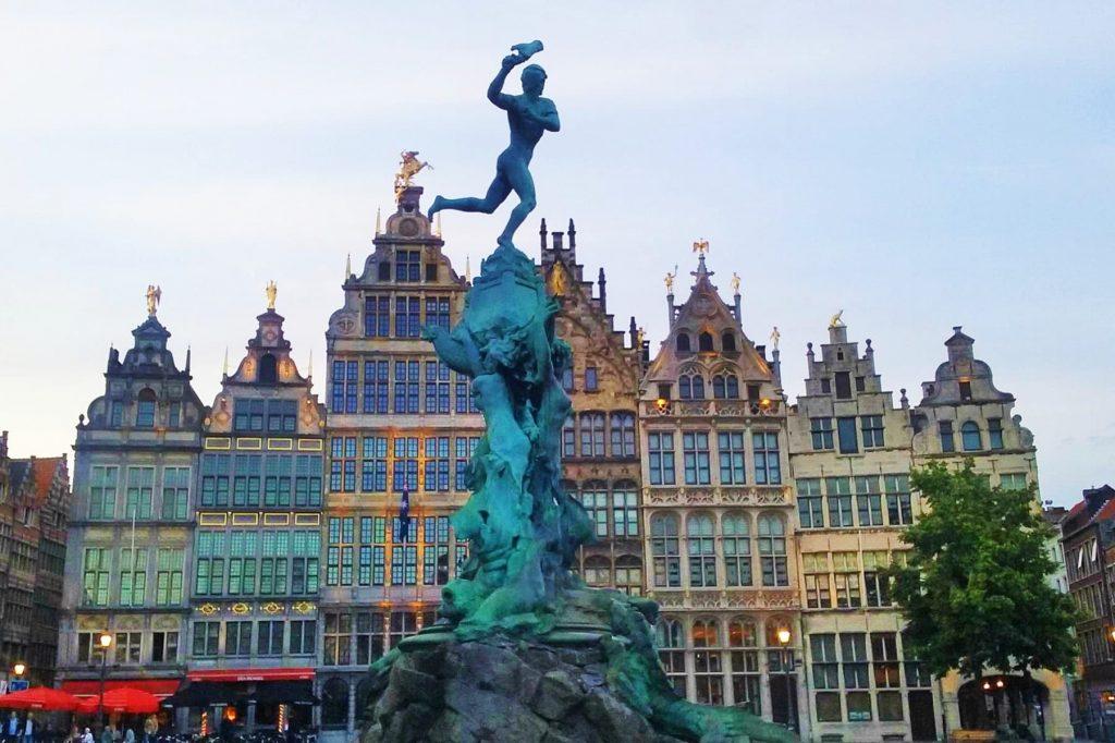 Grote Markt and Brabo Fountain in Antwerp, Belgium - One of the best city break destinations in Europe! Grote Markt and Brabo Fountain, Antwerp