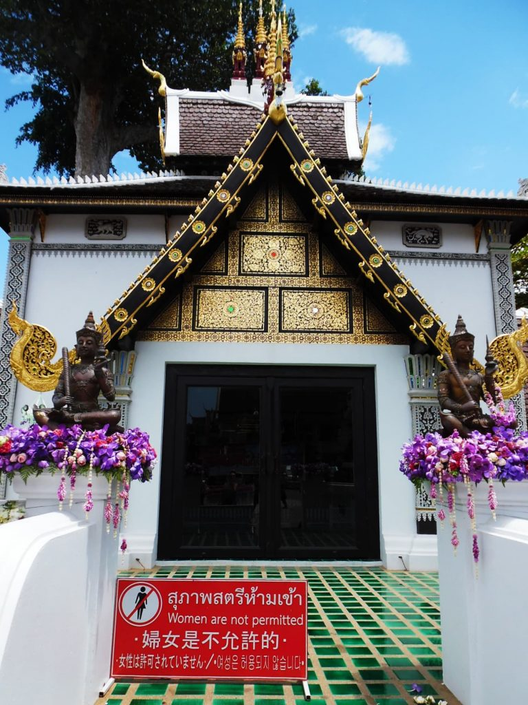 Travel tips for Thailand - A temple in Chiang Mai where women are not permitted