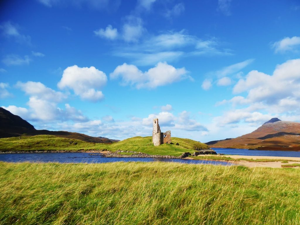 Ardvreck Castle and its surrounding scenery is one of the prettiest places in Scotland!